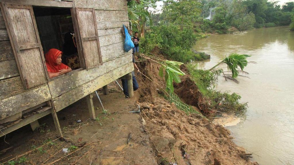 Longsor Mengancam Warga Usai Banjir Melanda Aceh Barat