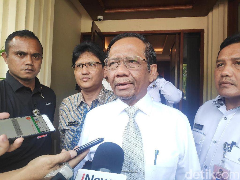 Menko Polhukam Mahfud Md Sambangi Kantor Jaksa Agung