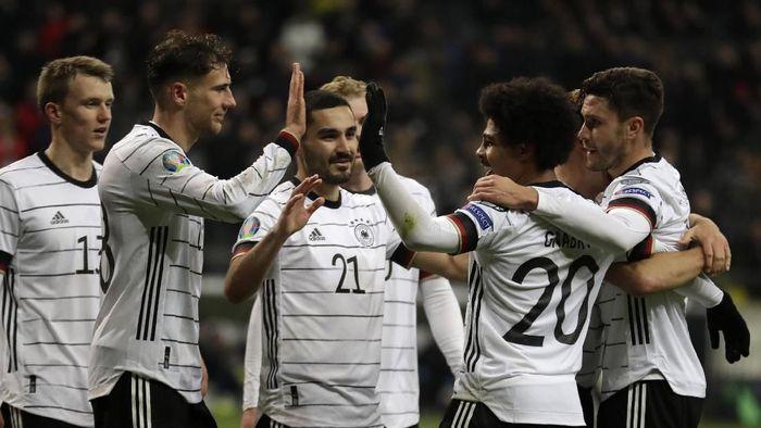 Timnas Jerman merayakan gol ke gawang Timnas Irlandia Utara di matchday terakhir Grup C Kualifikasi Piala Eropa 2020. Jerman menang 6-1. (Foto: Michael Probst/AP Photo)