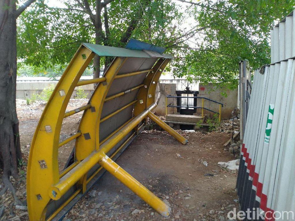 Halte di Daan Mogot Memendek Dimakan Proyek Trotoar, Kini Dicabut
