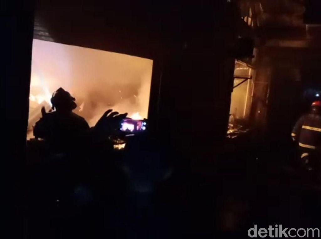 Kios di Pasar Guntur Ciawitali Garut Terbakar