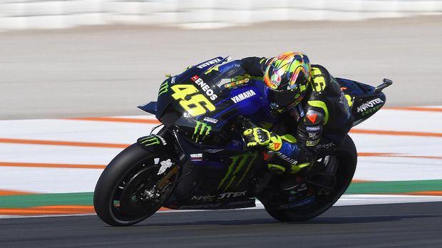 Monster Energy Yamaha MotoGP Italian driver Valentino Rossi rides during a pre-season testing, at the Ricardo Tormo racetrack, in Cheste near Valencia, on November 20, 2019. (Photo by JOSE JORDAN / STR / AFP)