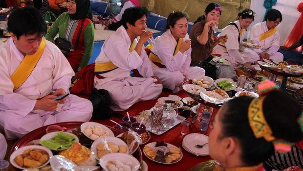 Tradisi Makan Bareng khas Buton Pecahkan Rekor Muri