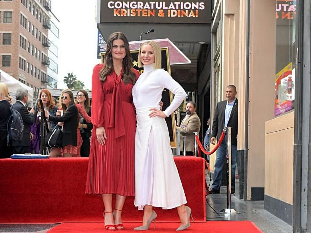 Momen Stylish Bintang Frozen 2 di Penghargaan Hollywood Walk of Fame