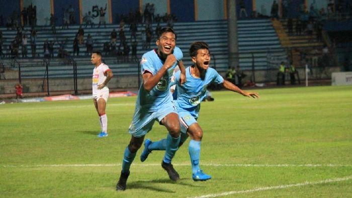Persela Lamongan bisa mengalahkan Badak Lampung 1-0 karena berjuang mati-matian. (Foto: Eko Sudjarwo)