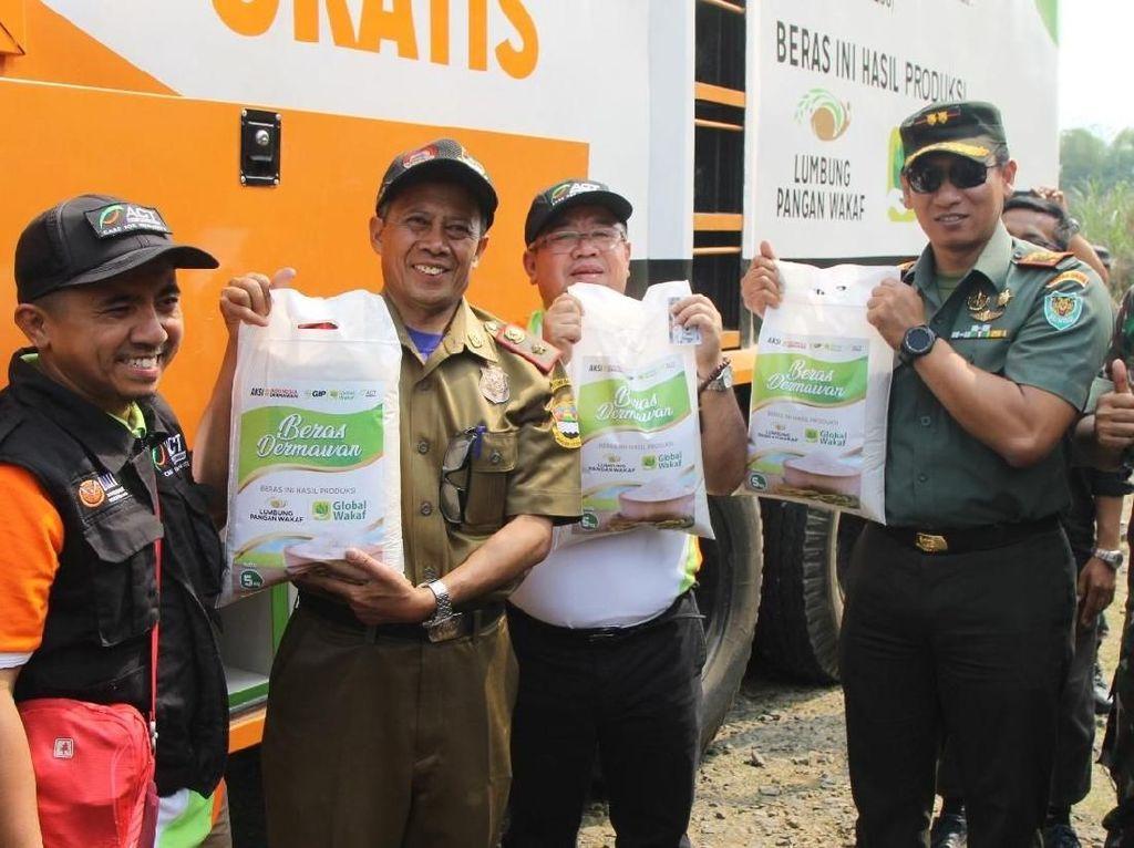 ACT Distribusikan 10 Ton Beras Pakai Rice Truck Buat Ribuan Warga