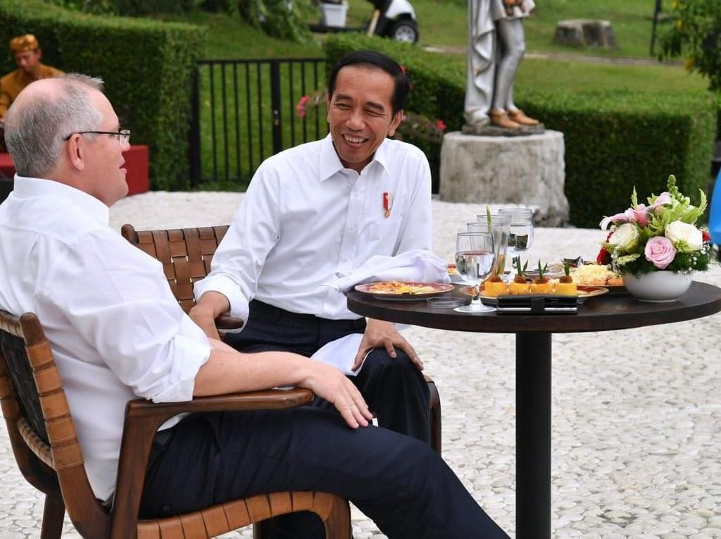 Jokowi hingga Ahok, Para Politisi yang Doyan Banget Minum Wedang