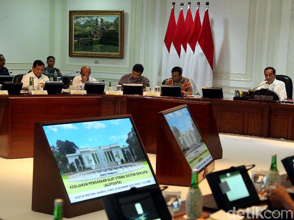 Prabowo hingga Mahfud MD Ratas Bareng Jokowi Soal Alutsista