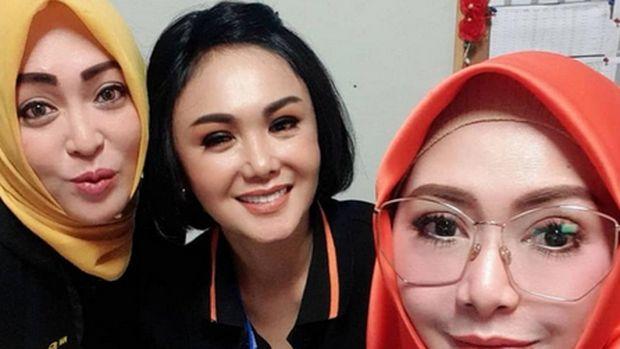 Potret Terkini Angelina Sondakh Lainnya, Manis Dipeluk Yuni Shara