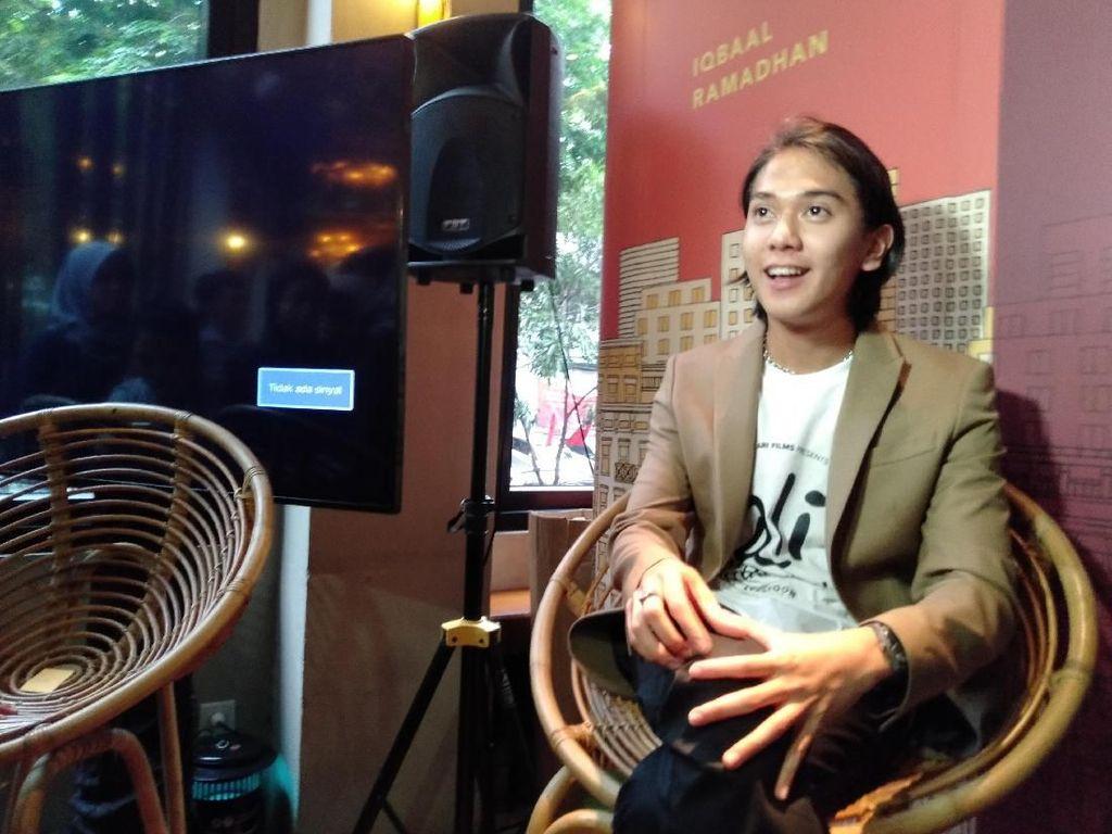 Iqbaal Ramadhan Antusias Main Film Bareng Tante-tante Lucu