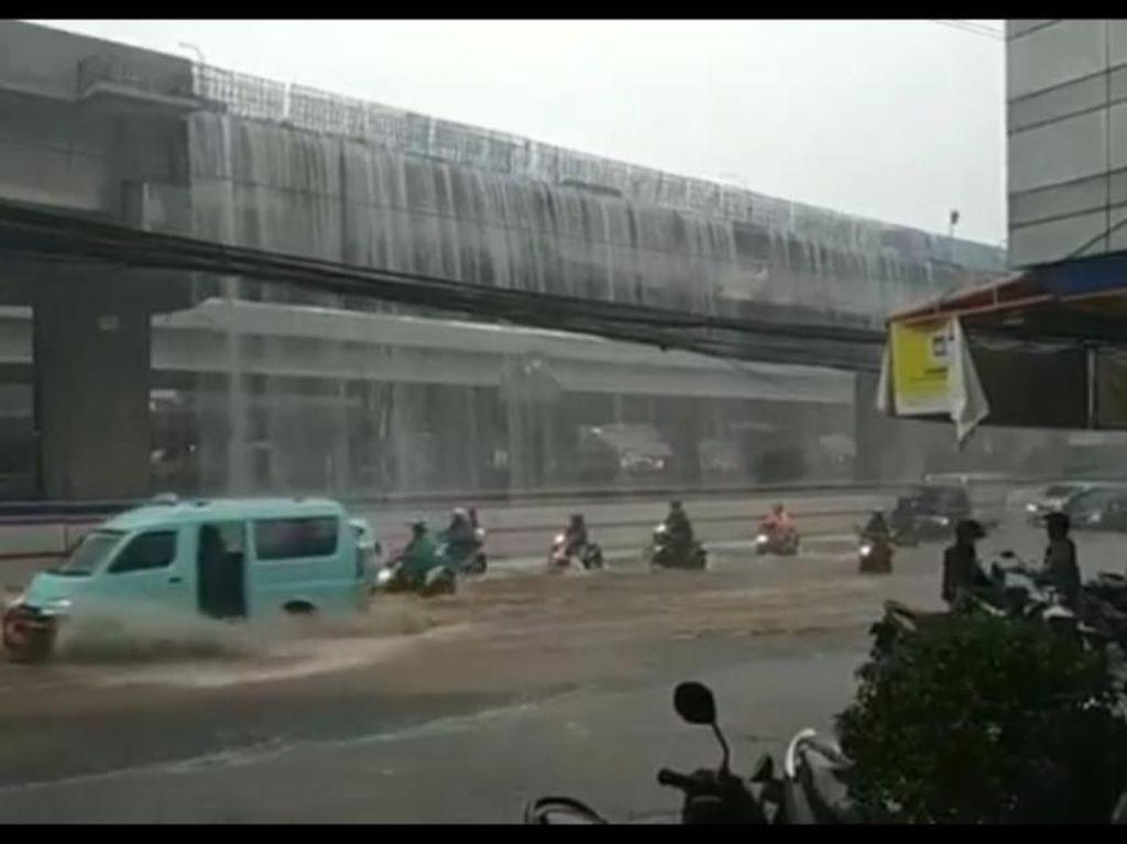 Viral Pekan Ini: Mobil Bergoyang di Serang hingga Air Terjun Becakayu