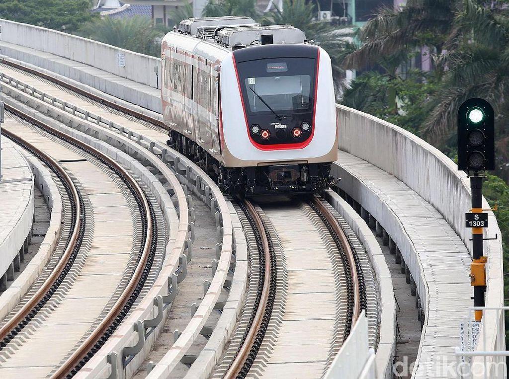 Kelapa Gading Banjir, LRT Jakarta Laris Manis