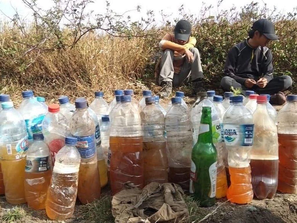 Foto: Sampah Puluhan Botol Isi Urin di Gunung Merbabu
