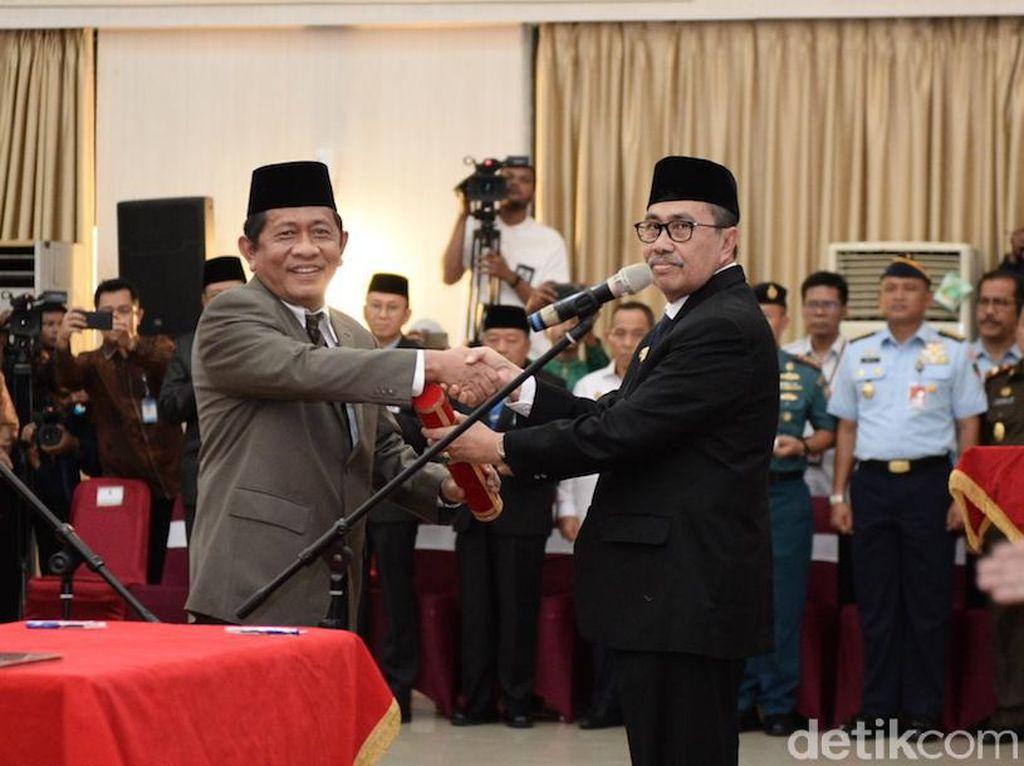 DPR Minta Kemendagri Cek Keluarga Gubernur-Sekda Riau yang Jadi Pejabat