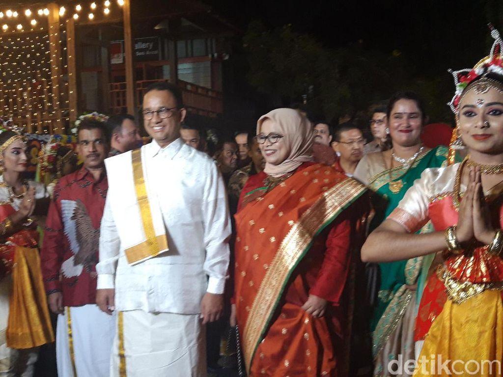 Berbusana India, Anies Baswedan Hadiri Festival Deepavali