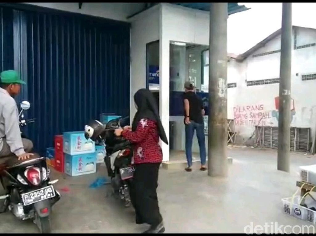 Polisi Banyuwangi Selidiki Video Pria Onani di ATM yang Viral