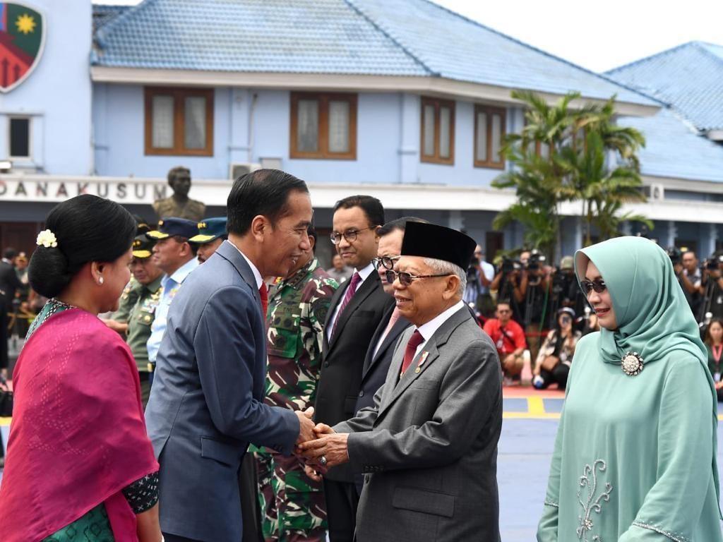 Jokowi Bertolak ke Korsel Hadiri KTT ASEAN-RoK, Prabowo-Anies Ikut Melepas