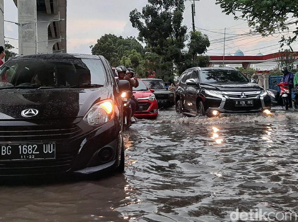 Jalan Protokol di Palembang Kebanjiran Usai Diguyur Hujan Lebat