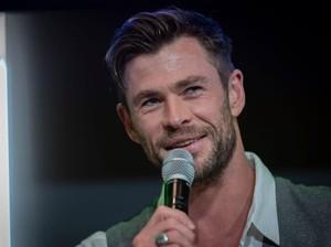 Chris Hemsworth Unggah Foto Ibu dan Istrinya, Fans Terkejut