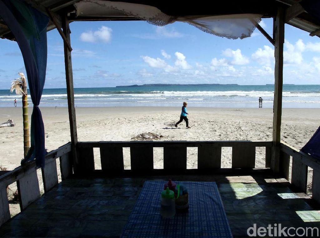 Pesona Pantai Lantik yang Cantik di Pulau Terluar Indonesia