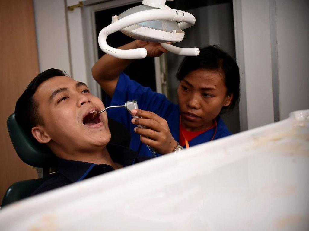 Asyiknya Memeriksa Kesehatan di Rumah Sakit Apung