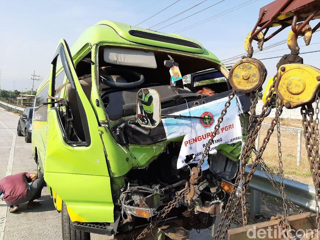Minibus Rombongan Guru Kecelakaan di Tol Paspro, 1 Orang Tewas 2 Kritis