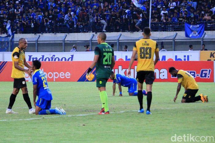 Laga Persib vs Barito terjadi di Stadion Si Jalak Harupat, Soreang, Kabupaten Bandung.