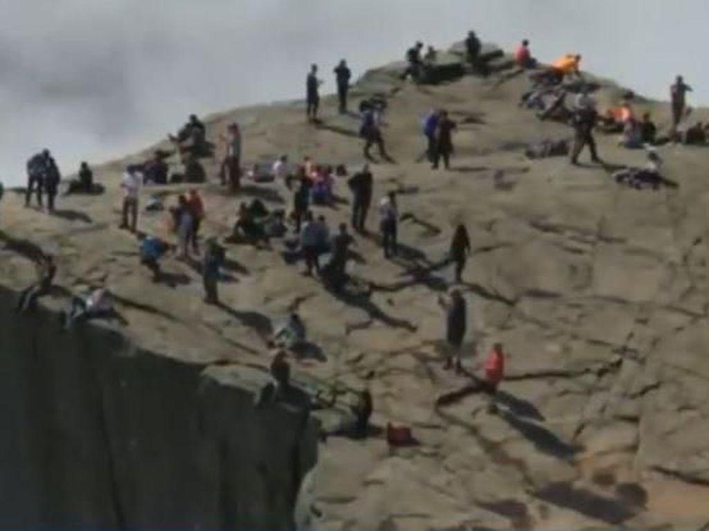 Intip Preikerstolen, Tebing Raksasa Setinggi 604 Meter di Norwegia