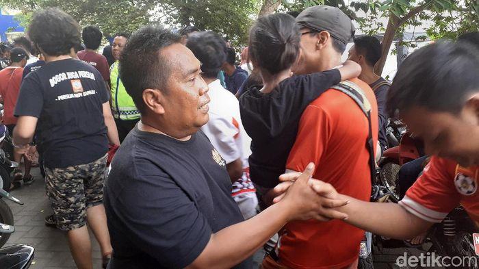 Eks ketum Jakmania, Muhammad Larico Ranggamone, menceritakan pengeroyokan suporter di Malaysia. (Foto: Muhammad Aminudin/detikcom)