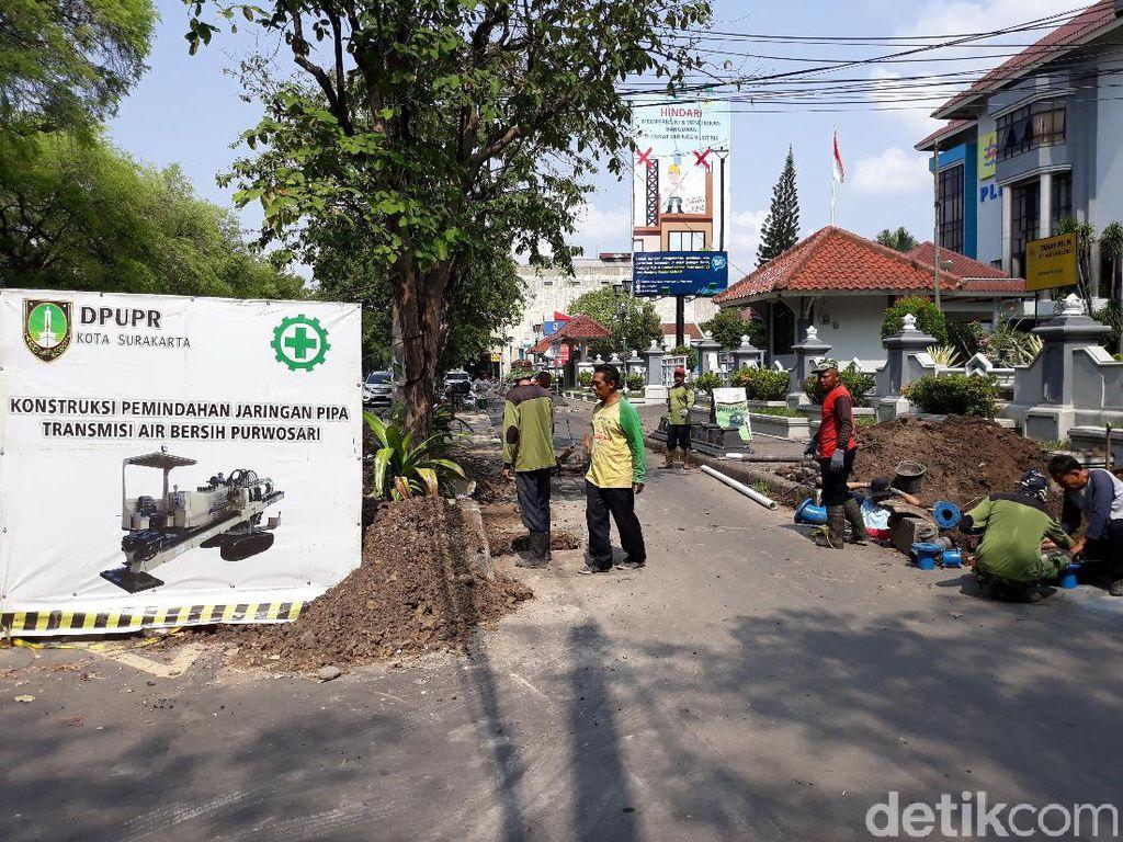 Proyek Penyambungan Pipa Air Minum di Solo Molor, Banyak Pipa Bocor
