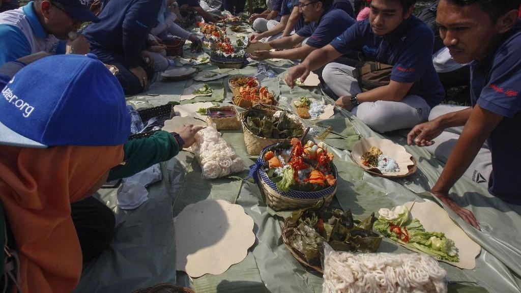 Rekor MURI Sajian Nasi Liwet Terbanyak di Cibinong