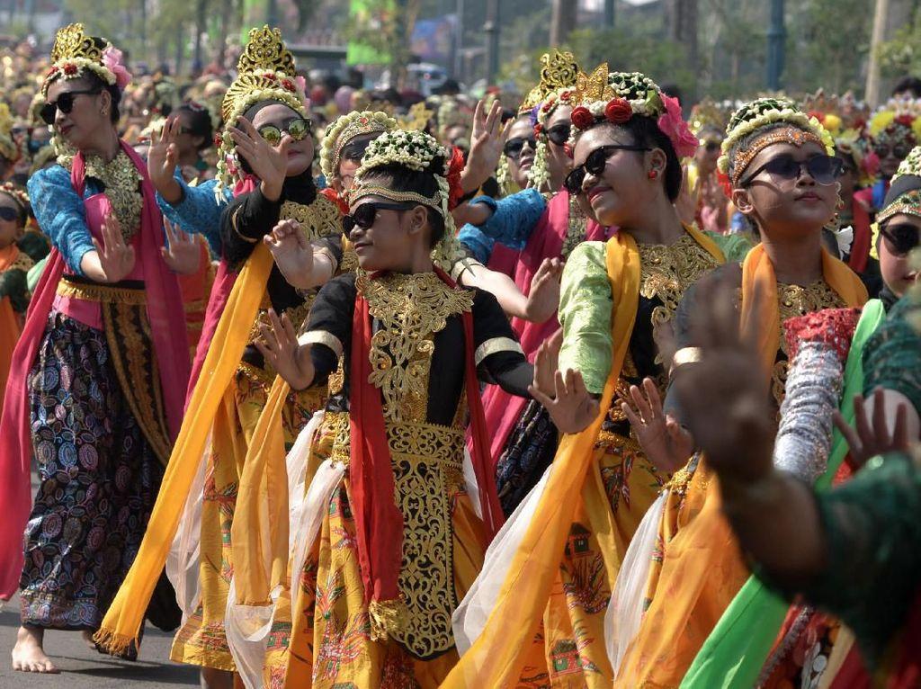Ribuan Penari Ronggeng Beraksi di Bekasi