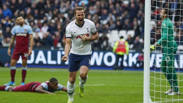 Harry Kane cetak gol penalti kontroversial ke gawang Liverpool di musim 2017/2018.