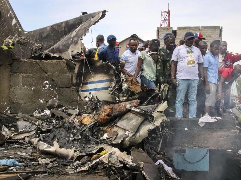 Pesawat Jatuh Timpa Perkampungan di Kongo, 29 Orang Tewas