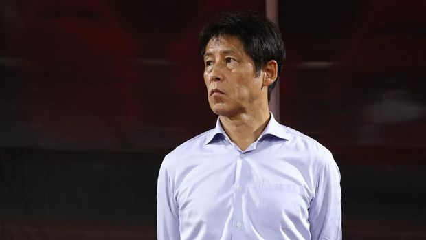 PATHUM THANI, THAILAND - SEPTEMBER 05: Akira Nishino, manager of Thailand, looks on prior to the FIFA World Cup Asian second qualifier match between Thailand and Vietnam at Thammasat Stadium on September 5, 2019 in Pathum Thani, Thailand. (Photo by Pakawich Damrongkiattisak/Getty Images)