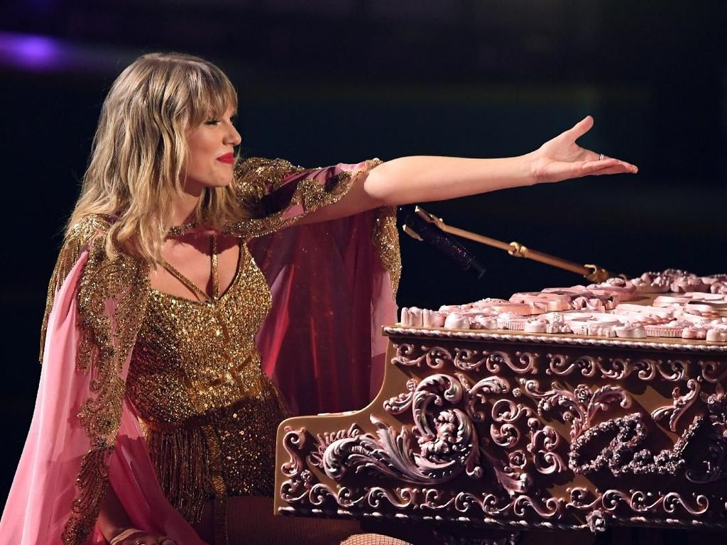 Taylor Swift Kalahkan Rekor Michael Jackson