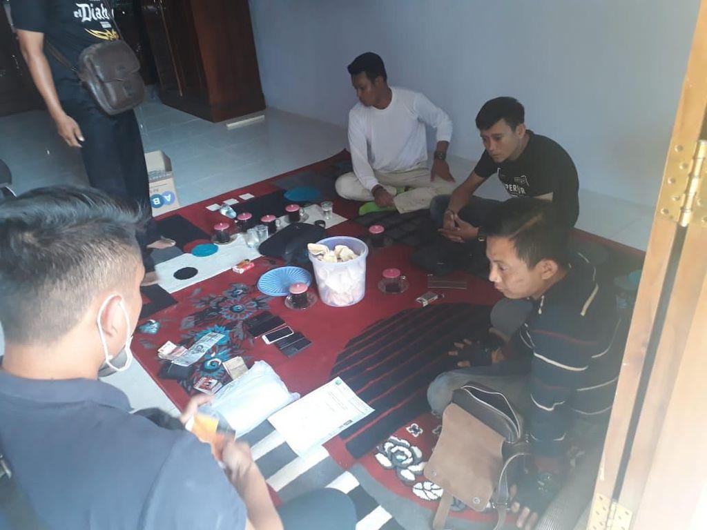 Peras Kepala Desa Jutaan Rupiah, 4 Anggota LSM di Probolinggo Diamankan
