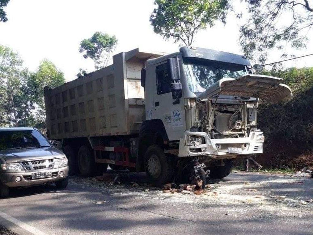 Tabrakan Motor dan Truk di Bandung Barat, 1 Orang Tewas