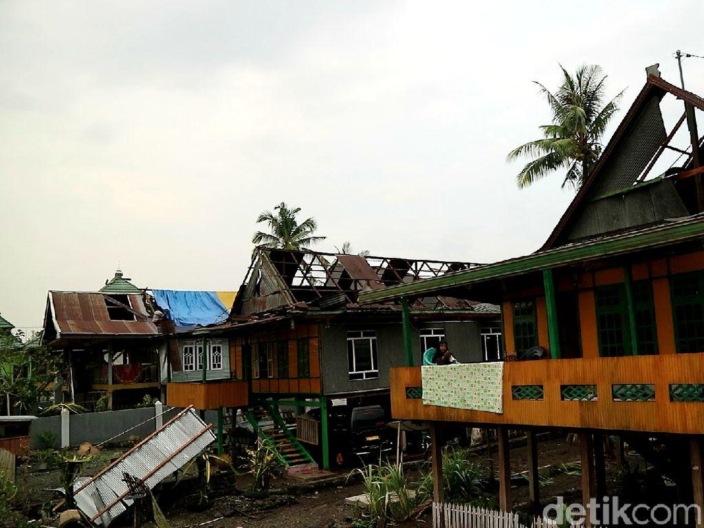 Puting Beliung Terjang Soppeng Sulsel, Puluhan Rumah Rusak