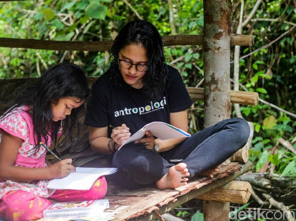 Kenalkan! Yohana Marpaung Guru Anak-anak Rimba di Jambi