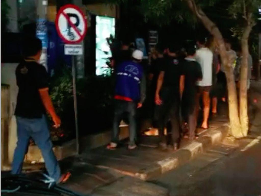 2 Bule Duel di Seminyak Bali