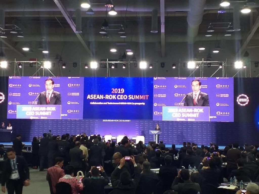 Jokowi Bahas Resesi Ekonomi di Depan Pengusaha ASEAN
