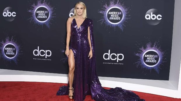 Carrie Underwood arrives at the American Music Awards on Sunday, Nov. 24, 2019, at the Microsoft Theater in Los Angeles. (Photo by Jordan Strauss/Invision/AP)