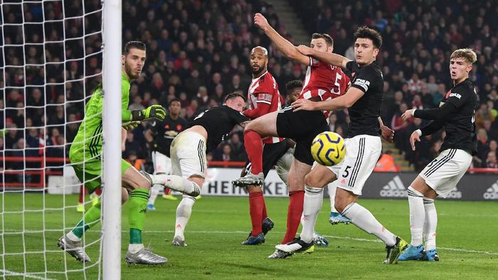 SHEFFIELD, ENGLAND - NOVEMBER 24: Harry Maguire of Manchester United battles for possession with Jack OConnell of Sheffield United during the Premier League match between Sheffield United and Manchester United at Bramall Lane on November 24, 2019 in Sheffield, United Kingdom. (Photo by Shaun Botterill/Getty Images)