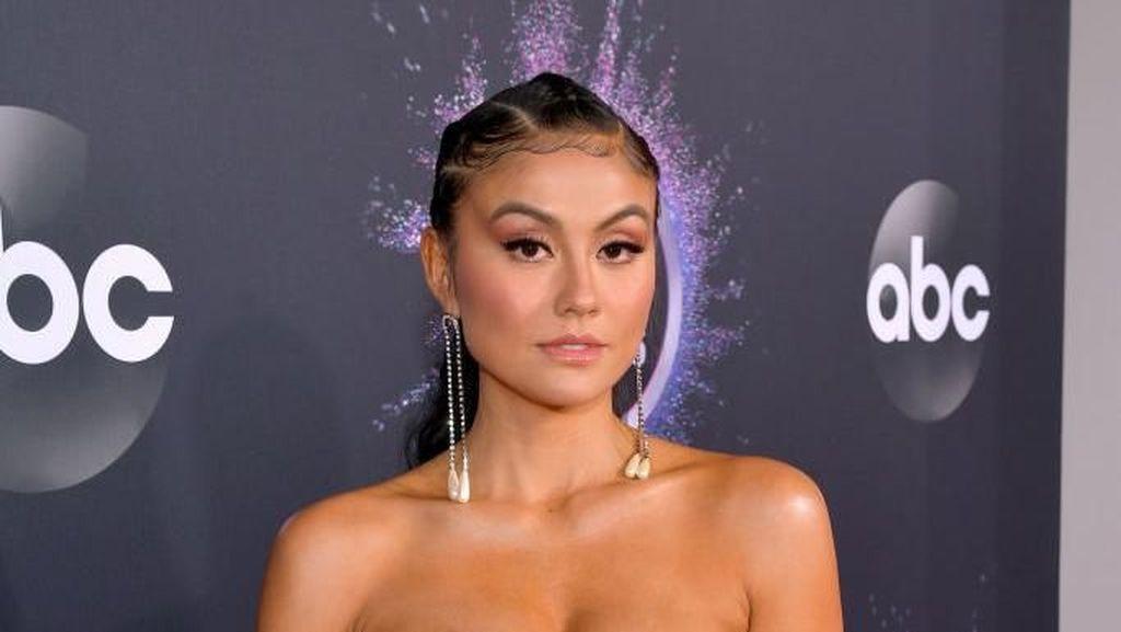 Potret Transformasi Gaya Agnez Mo di 3 Tahun Berbeda American Music Awards