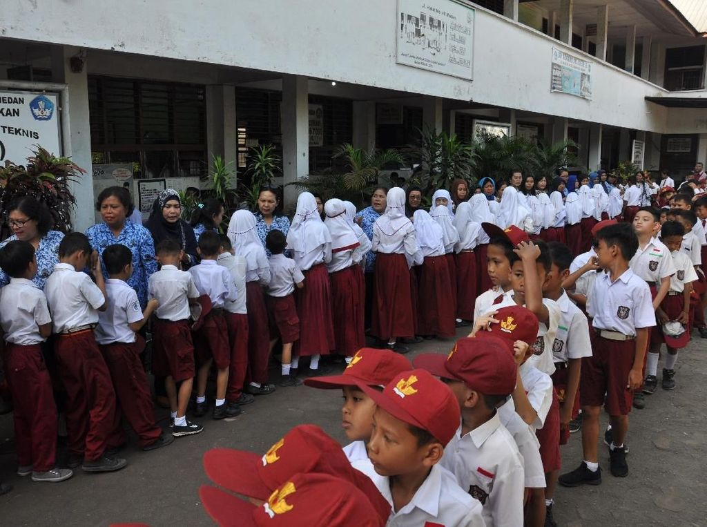 Karpet Merah Otonomi Sekolah