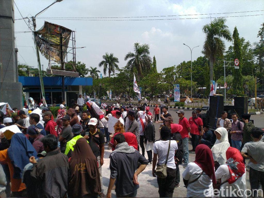 PKL Kawasan Puncak Demo Bupati Bogor: Kami Ingin Digeser, Bukan Digusur