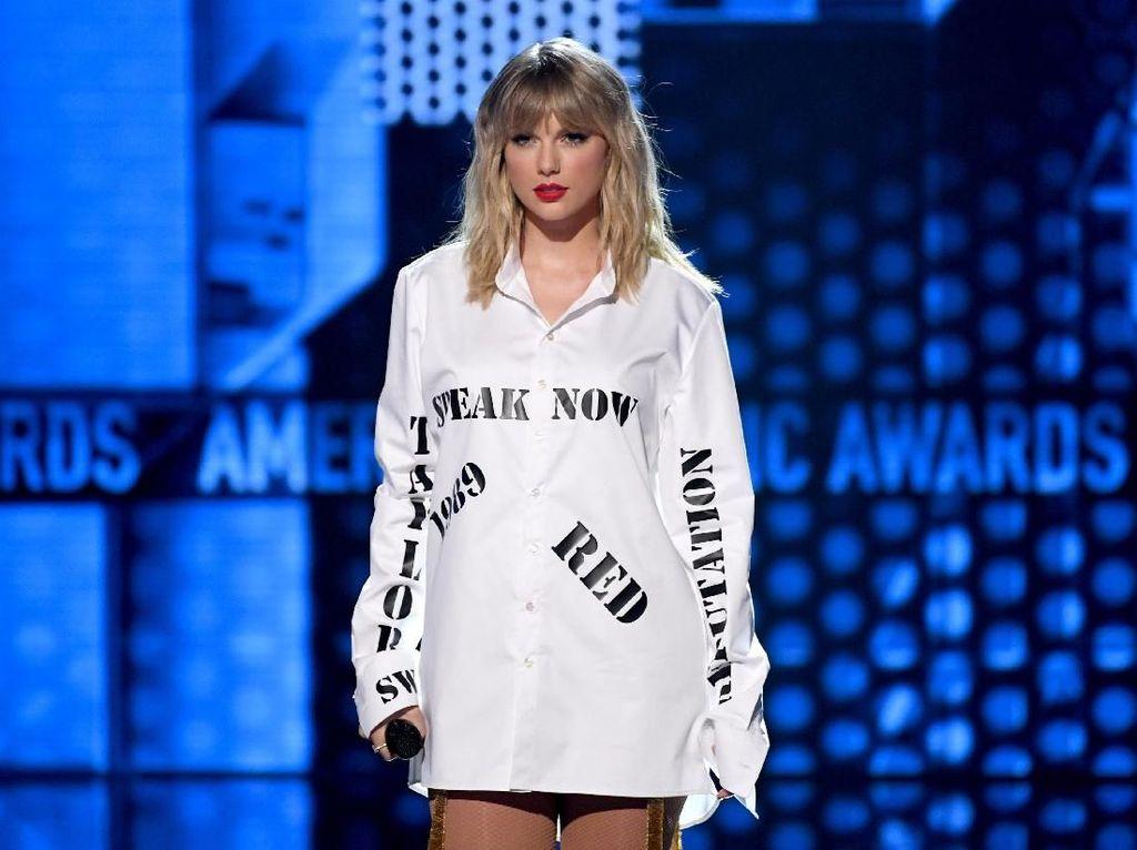 Cerita Taylor Swift Rela Lewatkan Wisuda Demi Karier Musik