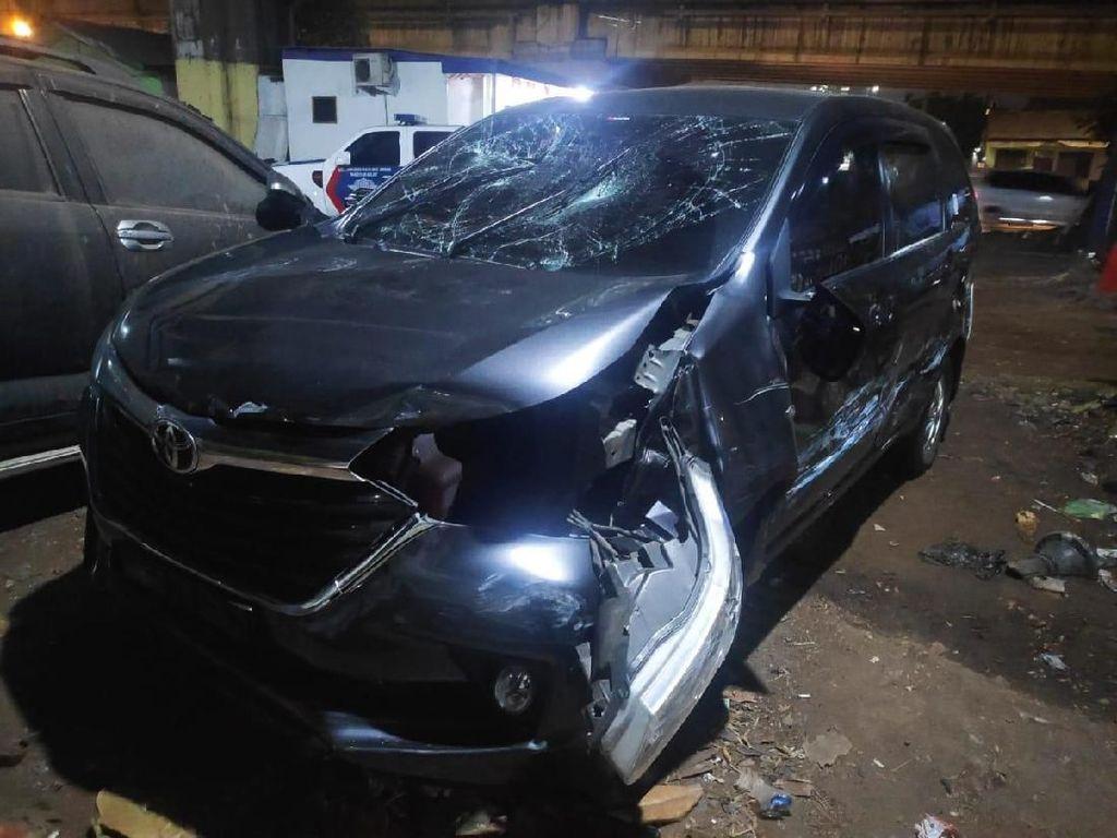 Mobil Dikejar Massa, 3 Teman Pelaku yang Bawa Kabur Istri Orang Nekat Loncat