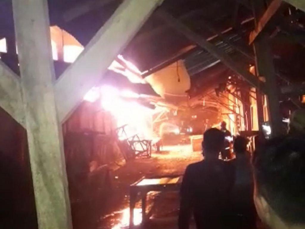 26 Kios di Pasar Guntur Garut Terbakar